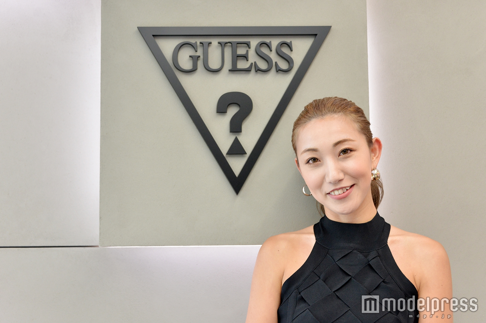 「GUESS」心斎橋店店長の小林英恵さん(C)モデルプレス