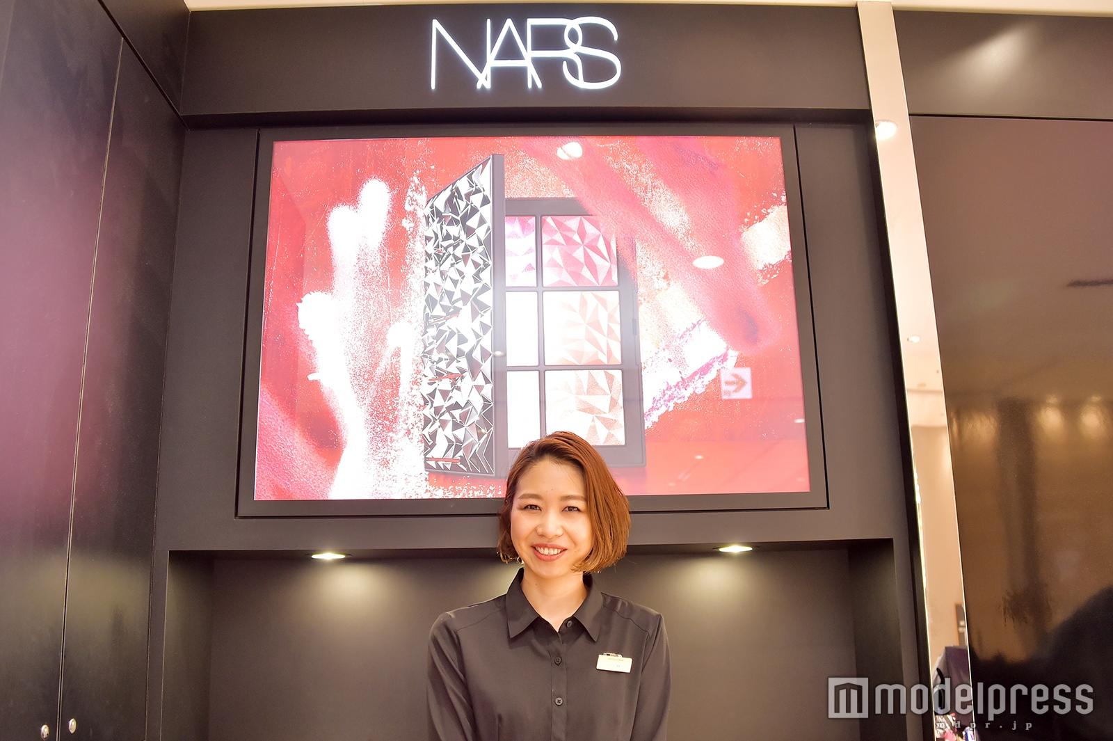 「NARS」ショップチーフの小林彩香さん(C)モデルプレス