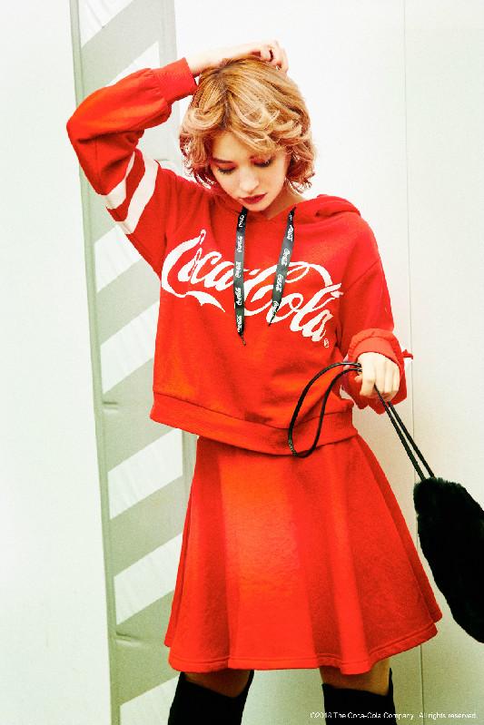 コカ・コーラ パーカーセットアップ ¥6,900+税(提供写真)