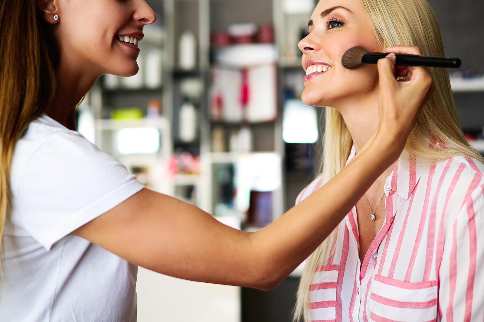 メイクに関する仕事に就きたい!美容のプロを目指す方法とは?
