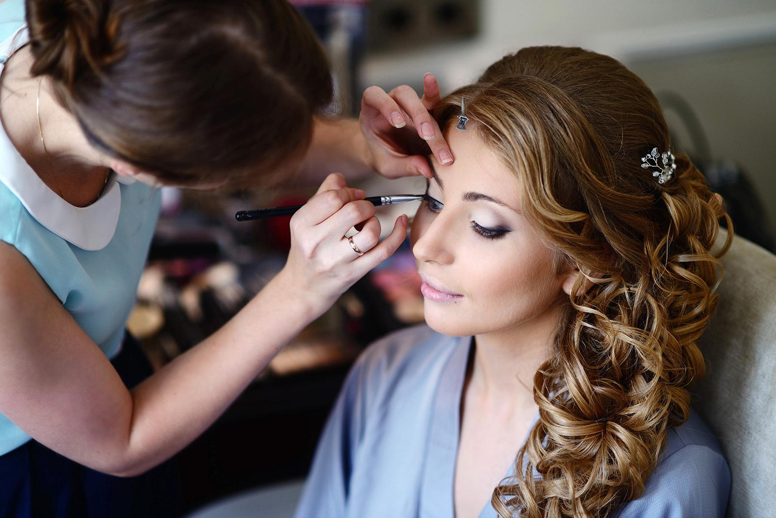 美容部員に年齢制限はある?転職時に知りたい化粧品業界の採用事情/Photo by Galina Tcivina