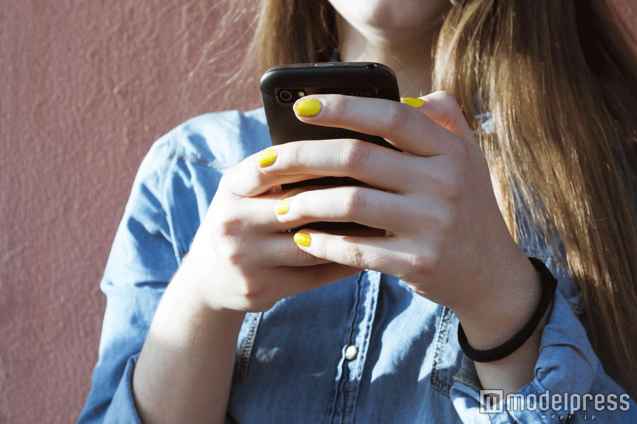 LINEの話題7選 アパレル女子も実践したい好きな人との会話を盛り上げるコツ(photo-by-lpictures/Fotolia)