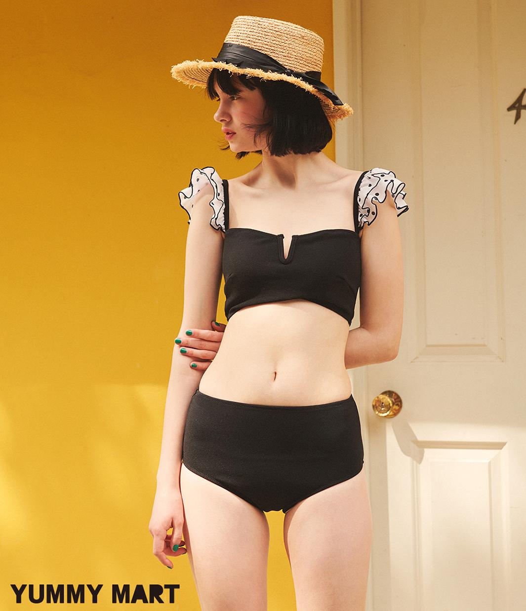 YMショルダーフリルビキニ¥6,980(+税)/サイズ:S、M/カラー:ブラック(全1色)(提供写真)