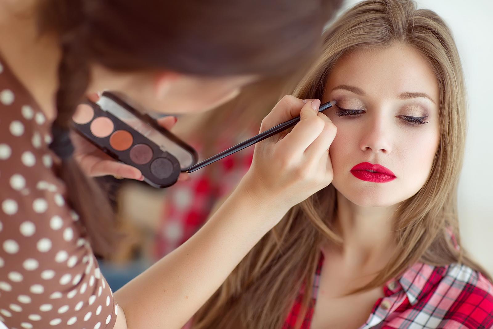 コスメカウンターの賢い利用方法 美容部員と上手に対話をするためには?/Photo by Nina Buday