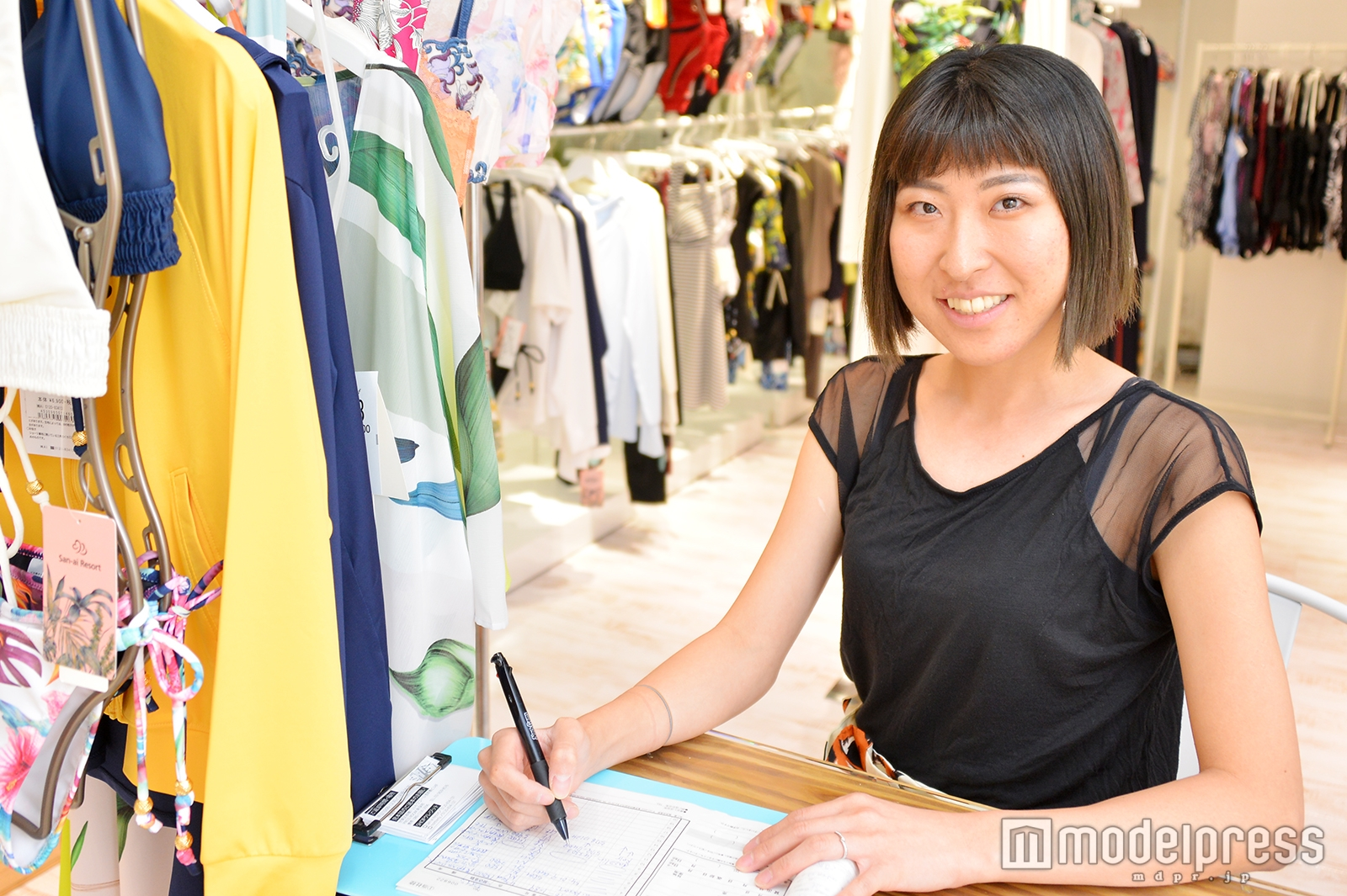 モデルプレスのインタビューに応じた新保菜緒子さん(C)モデルプレス