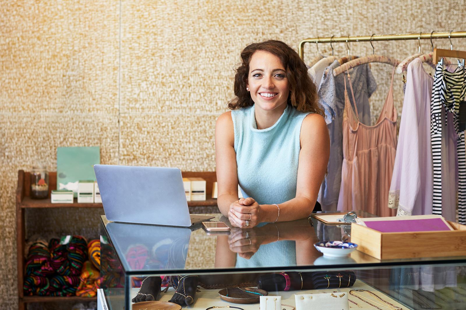 アパレルとは?ショップで販売員として働くための基礎知識と仕事内容/Photo by Monkey Business Images