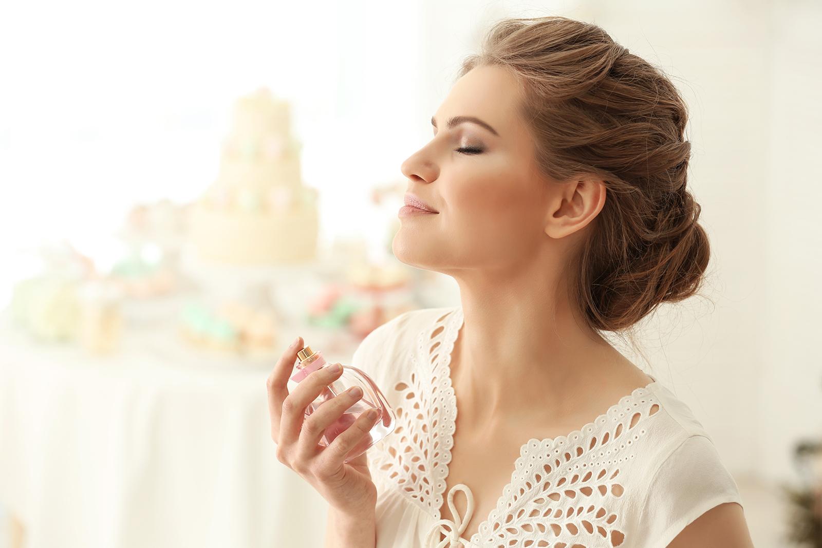 香水のつけ方の基本 ふんわりとよい香りがするアパレル女子も参考に/Photo by Africa Studio