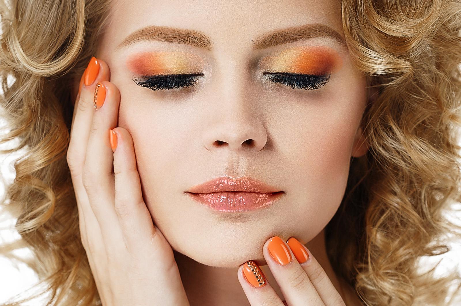 オレンジメイクで旬の顔へ お客様の魅力を引き出すためのポイントとは?/Photo by Irina Bg