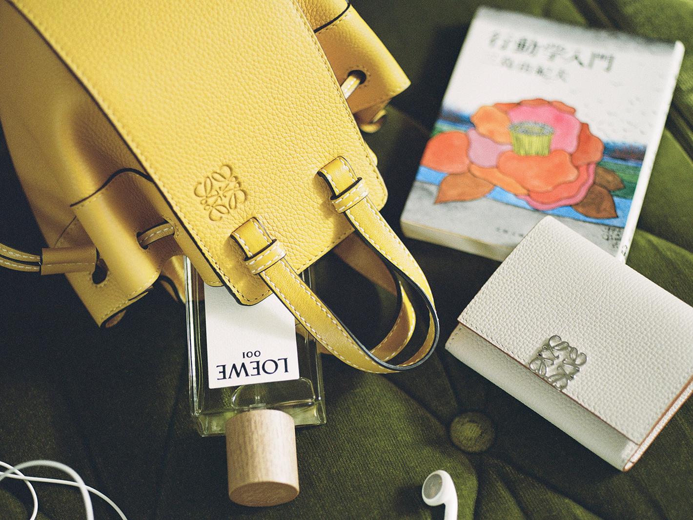シャラ・ラジマのバッグの中身(提供写真)