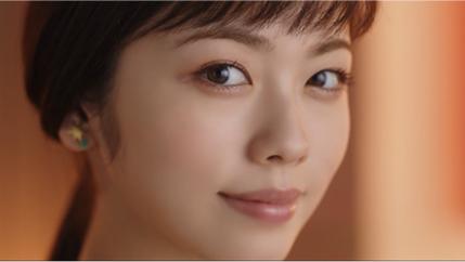 小芝風花/「パーフェクトスタイリストアイズ リニューアル篇」より(提供写真)