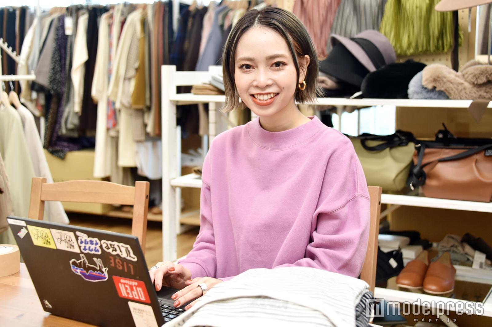モデルプレスのインタビューに応じた富田芽衣さん(C)モデルプレス