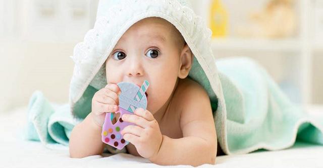 Biuuu 「シリコーン製歯がため」赤ちゃんがカミカミしている姿がかわいい!