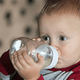 乳幼児の水分補給。授乳だけでなくお白湯を飲ませるメリットは何?|専門家の見解