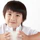 牛乳の飲み過ぎって子供にとってどんな影響があるの?|専門家の見解