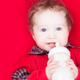 アレルギーの遺伝が心配。粉ミルクはアレルギー対応必要? 専門家の見解