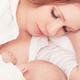 ママが楽ちんな添い乳 赤ちゃんが中耳炎になる原因?|専門家の見解