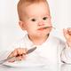 乳幼児の吐き戻し(嘔吐)後、ご飯を再度食べさせる?|専門家の見解