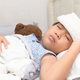様々な症状の幼児のアデノウイルス感染。治療法は?|小児科医コラム
