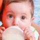 母乳で足りない分をミルクで補うタイミングとは?|専門家の見解
