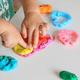 子どもと一緒に粘土遊び!巧緻性を育むおすすめ粘土・道具6選