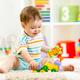 パパも夢中!子どもの創造力・集中力が伸びるおもちゃ3選