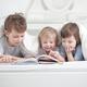 【保育士監修】赤ちゃんに絵本の読み聞かせ!おすすめのロングセラー3冊