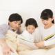 【保育士監修】乳幼児に読むならこの絵本!おすすめ3選&読み聞かせのコツ