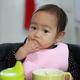 後片付けラク!赤ちゃんのお食事エプロンおすすめ3選