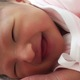 泣き止まない新生児期の赤ちゃん あやし方のコツとは?