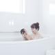 赤ちゃんとお風呂に一緒に入る時どうする?温度や入れ方をご紹介