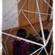 新聞紙を使ってテント作り!親子で力を合わせて秘密基地を作ろう