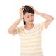 産後のひどい頭痛の原因と対処法|ストレスや肩こりから?市販薬はOK?