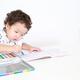 無料も!?子どもの塗り絵遊び、その効果と人気グッズ10選!