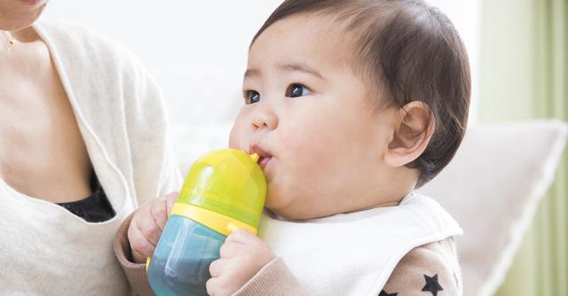 いつから コップ 飲み 赤ちゃんのコップ飲みはいつから始める?練習方法や練習のポイントについて ファムズベビー