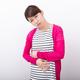 【医師監修】妊娠初期の腹痛|生理痛との違いや原因&流産の兆候などを解説