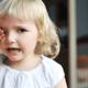 中耳炎のサイン?耳触って泣く子ども|専門家の見解
