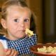 食事が遅い子ども。食べてくれる方法は?|専門家の見解