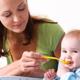 赤ちゃんが食べ物を噛まないで丸飲み…どうすれば|専門家の見解