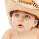 夏場の赤ちゃんに帽子着用はよくない?|専門家の見解