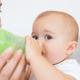 7ヶ月の赤ちゃんの水分補給。母乳以外にも必要?|専門家の見解