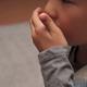 【医師監修】子どもの肺炎|咳、発熱などの症状、原因や治療法は?入院は?
