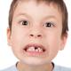 乳歯時期の歯の隙間は、将来の歯並びに影響する?|専門家の見解