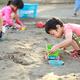 砂場遊びが楽しくなる道具&グッズ10選|脳を刺激する遊び方やアイデアも