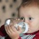 赤ちゃんの水分補給。白湯を飲ませるメリットは?|専門家の見解