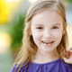グラグラになっている乳歯を抜くのは良くない?|専門家の見解