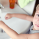 アトピー性皮膚炎、幼稚園にいる間のケアは?|専門家の見解