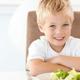 子どもが野菜ばかり食べる。偏食はどうすれば治る?|専門家の見解