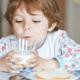 子どもの肥満は牛乳を飲ませ過ぎたせい?|専門家の見解