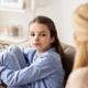 残尿感を訴える子ども、病院で受診するべき?|専門家の見解