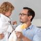 子どもの体調不良は尿の色で判断できる?|専門家の見解